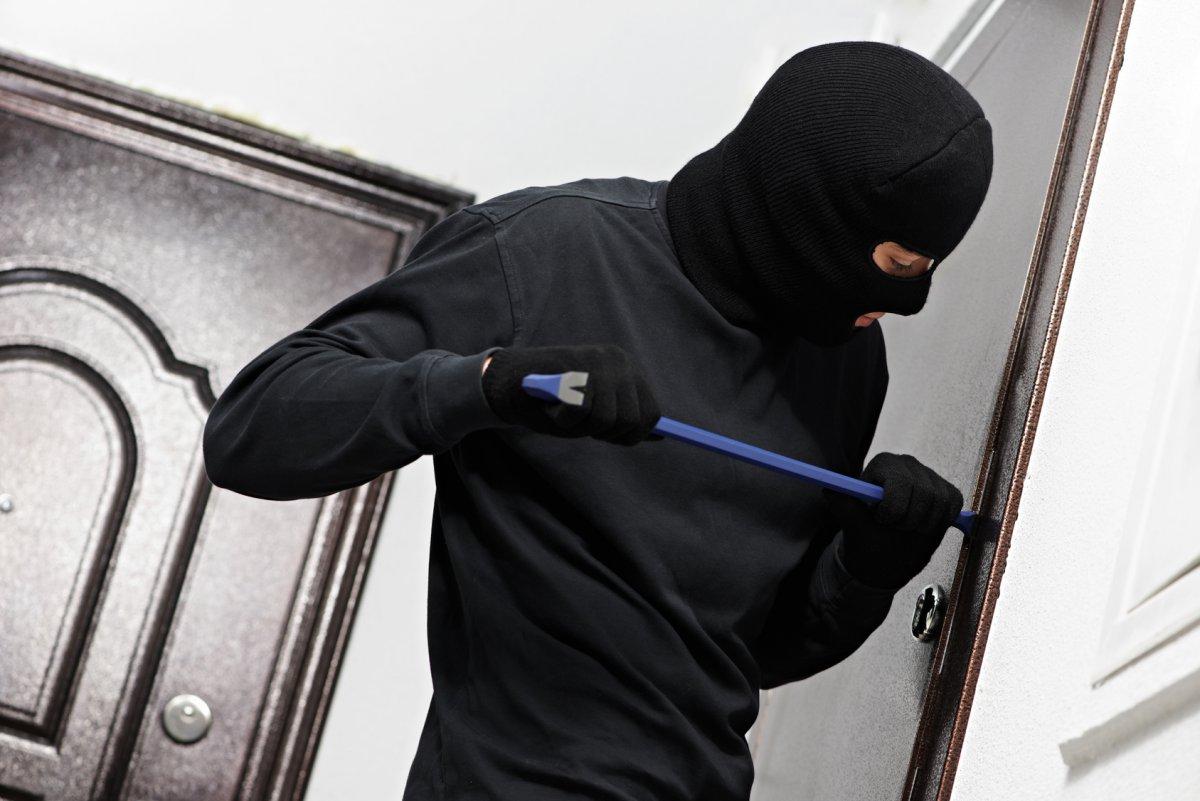 Квартирные воры вынесли из квартир потерпевших несколько килограммов ювелирных украшений