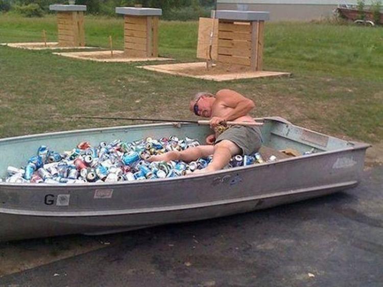 рыбак на лодке видео приколы