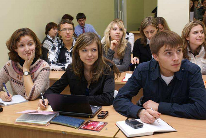 studentka-so-studentkoy-video