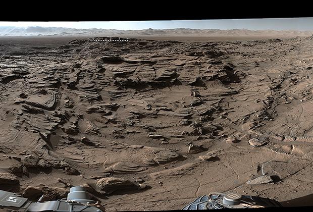 Марсоход Curiosity передал на Землю панорамное изображение миллиардов лет истории Марса