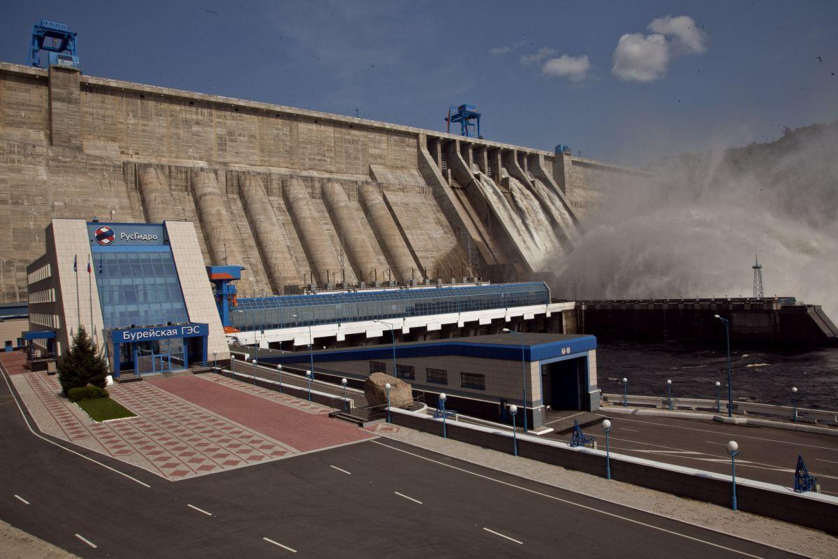 Вдвое больше воды начала сбрасывать Бурейская ГЭС