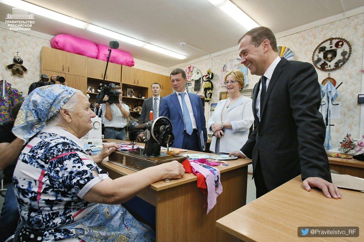 Медведев: пожилые люди могут получить по5 тыс. руб. доНового года