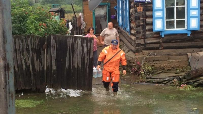 Амурские cотрудники экстренных служб оказывают помощь жителям подтопленного Приморского края