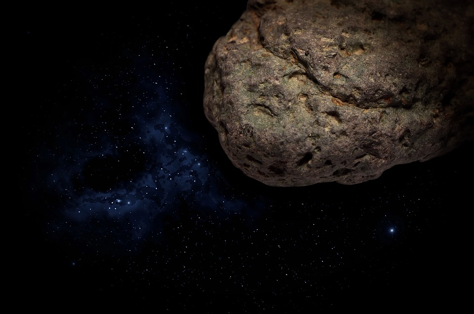 Астероид размером с высотный многоэтажный дом чуть неврезался вЗемлю