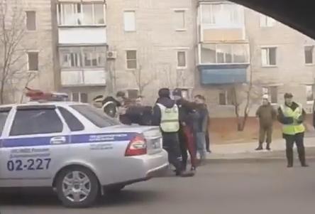 ВБлаговещенске инспекторы ДПС задержали несколько человек