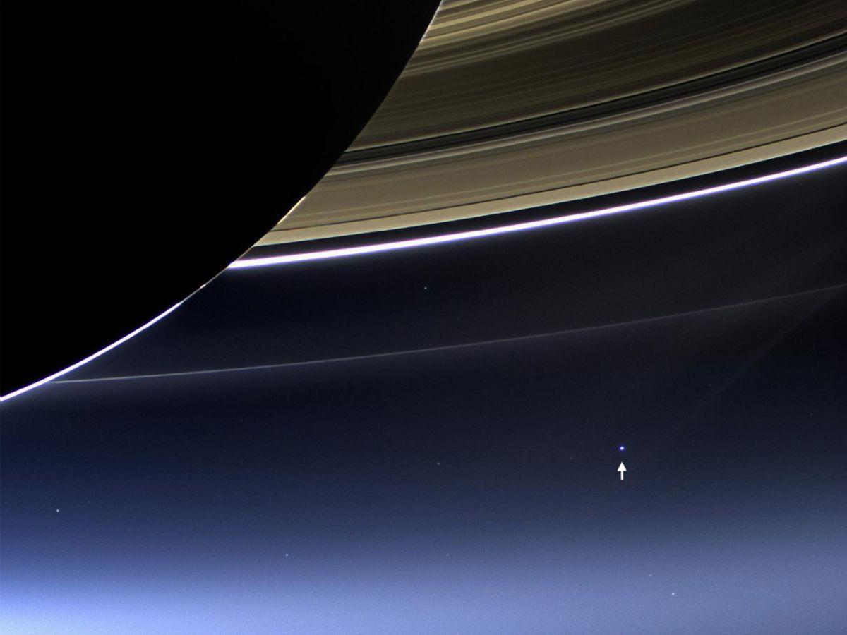 Доколец Сатурна рукой подать— фото «Кассини»