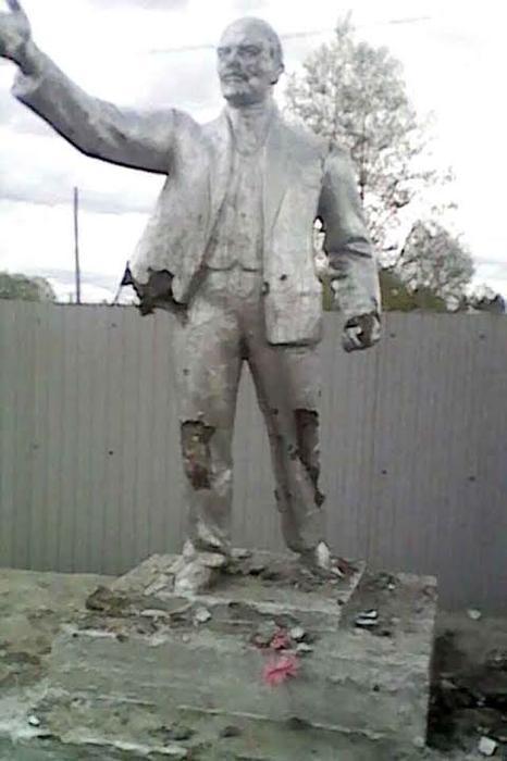 Памятник с сердцем Туран Памятник Скала с колотыми гранями Тушинская