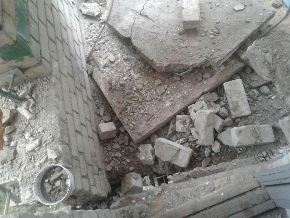 Вамурском поселке Прогресс на дом  может рухнуть пожарная лестница