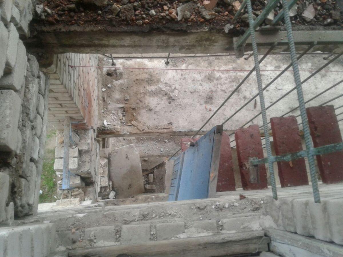 ВПрогрессе разрушается пятиэтажный дом: эвакуировано больше 70 человек
