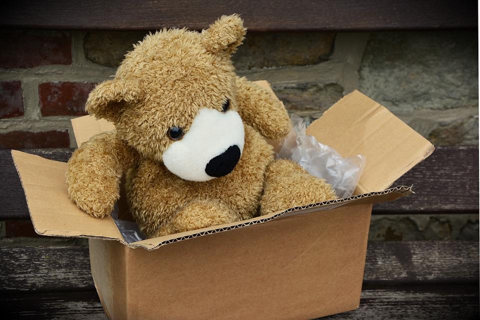 Работник «Почты России» разграбил сотни посылок— упаковки онвыбросил загородом