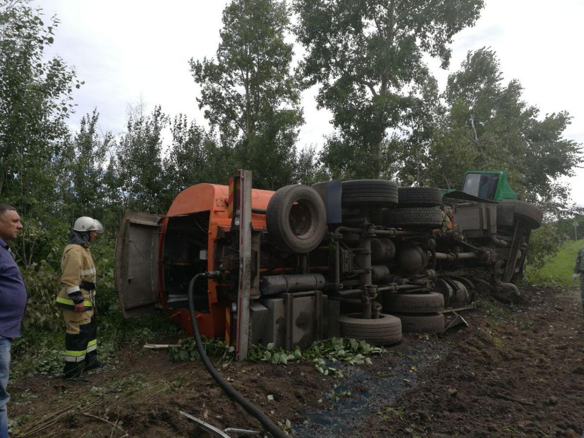 ВБелогорском районе перевернулся бензовоз, наполненный 19 тоннами топлива