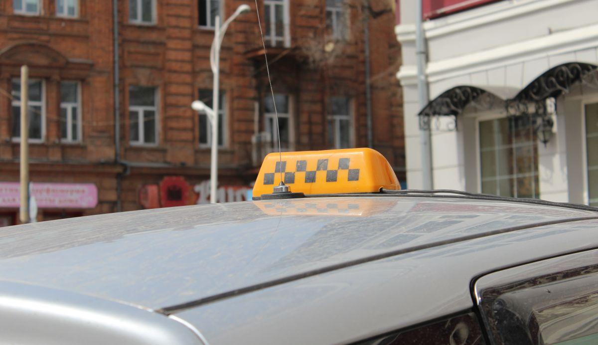 20-летняя девушка обокрала таксиста вЯрославле