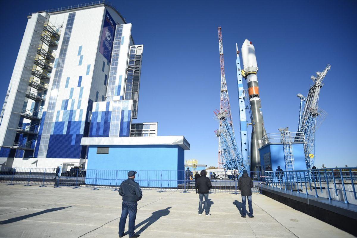 ИзСамары накосмодром Восточный выехала ракета-носитель «Союз-2»