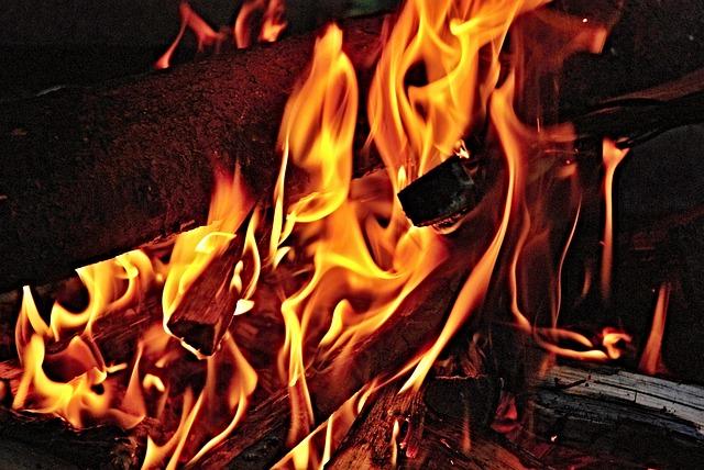 ВАмурской области при тушении дома умер пожарный