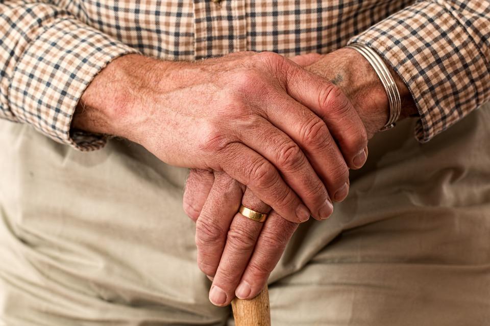 Пожилые люди населе получат прибавку кпенсии при 3-х условиях