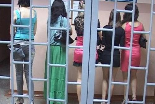 Трех девушек, оказывающих интимные услуги за денежное вознаграждение, выяви
